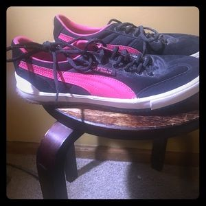 PUMA Flat sneakers SIZE 9 hardly worn!